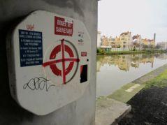 Bouée, bord du canal, Nancy (11/01/2012)